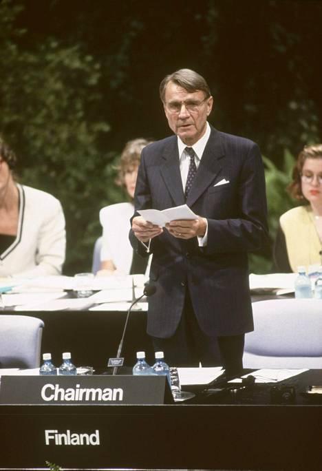 Koivisto puhui ETYK-konferenssissa Helsingissä heinäkuussa 1992.