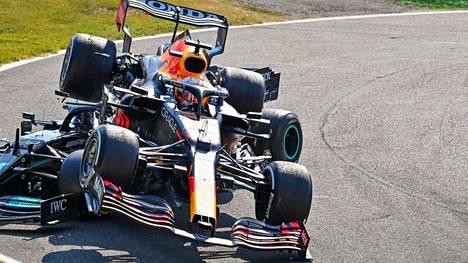 Max Verstappenin auto ponnahti Lewis Hamiltonin auton päälle viime sunnuntaina Monzassa. Tilanteessa oli ainekset paljon nähtyä pahempaankin lopputulokseen.