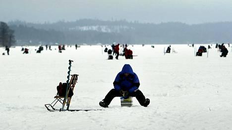 Vuonna 2008 SM-pilkin ahvenia narrattiin Vääksyssä Vesijärvellä. Tappaminen oli vapaaehtoista.