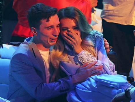 Julia Samoilova ja hänen aviomiehensä Alexei Taran itkivät semifinaalissa. Venäjä putosi ensimmäistä kertaa koskaan finaalista.