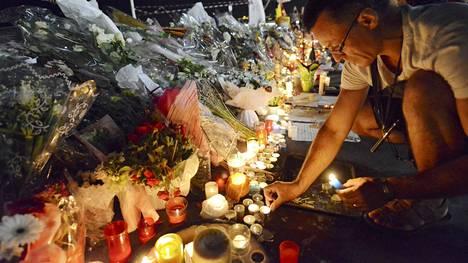 Nizzassa muistettiin terrori-iskun uhreja.
