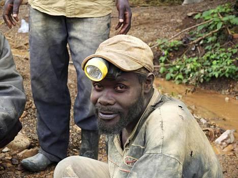 Kongolainen kaivostyöläinen. Ei liity koboltin tuotantoon.