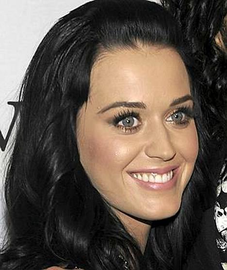 Katy Perry ihailee burleski-tyyliä.