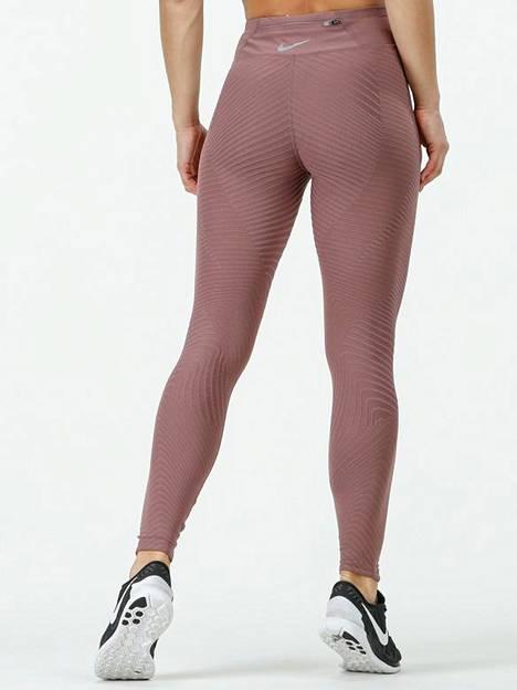 Niken trikoissa on teksturoitu kangas, 69,90 €, Sportamore.