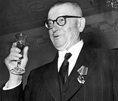 Presidentti Paasikiven ja Suomen suostuminen YYA-sopimukseen pysäytti kumousvalmistelut.