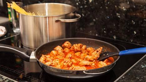 Välineet kuntoon, resepti haltuun, malttia ja luovuutta. Niillä pääsee jo pitkälle, kokit kannustavat.