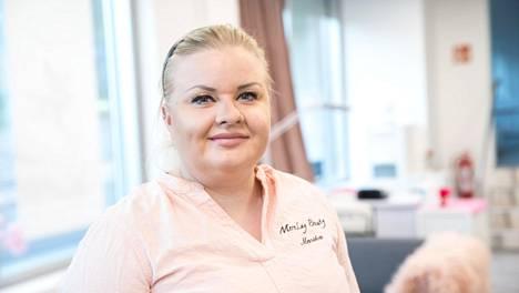 Marika Tarvus kertoi hankalasta tilanteestaan kuukausi sitten Taloussanomissa. Hän arveli jäävänsä työttömäksi, koska ei kyennyt määrätyssä ajassa maksamaan Kojamon vaatimia vuokrarästejä takaisin yhtiölle.