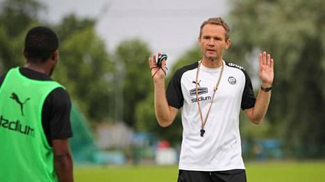 Sunnuntaina Suomeen lentänyt Jonatan Johansson aloitti kesken kauden Turun Palloseuran uutena päävalmentajana.