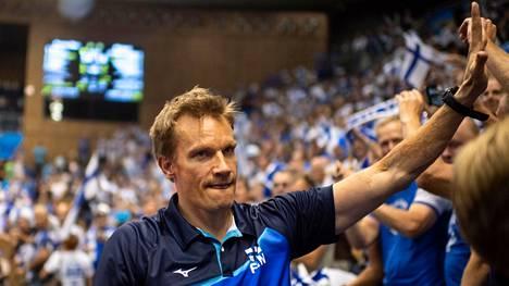 Entinen huippupelaaja Tuomas Sammelvuo toimi Suomen lentopallomaajoukkueen peräsimessä 2014 niin tehokkaasti, että hänet valittiin Vuoden valmentajaksi.