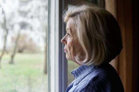 Sekä oma äiti että anoppi saattaa osoittautua liian takertuvaiseksi isoäidiksi. Kuvituskuva.