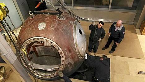 Tämä avaruuskapseli on myytävänä New Yorkin Sothebyssa.