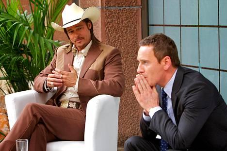 Brad Pitt ja Michael Fassbender hämärissä bisneksissä.