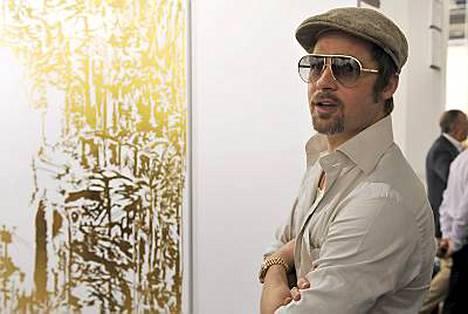 Tiistaina Brad Pitt vieraili Sveitsin Baselissa taidenäyttelyssä.