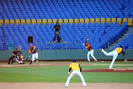 Uni President Lions ja Chinatrust Brothers kohtasivat Taichung International Baseball -stadinilla huhtikuun 12. päivä.