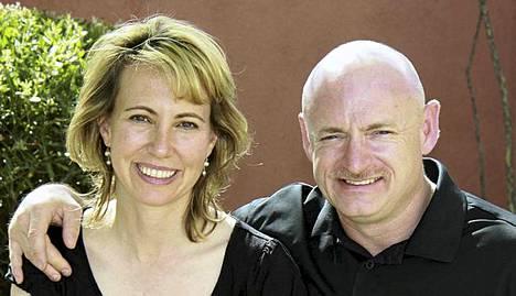 Gabrielle Giffords haluaa seuraamaan miehensä Mark Kellyn lentoa.