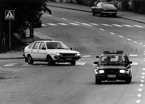 Kaapparin auto poliisin tarkkailussa. Kaappari kierteli ensin Vantaalla ja Sipoon suunnassa ennen kuin reitiksi valikoitui 5-tie ja Mikkeli.