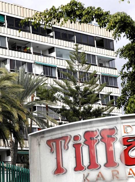 Yhdestä Koka-hotellin huoneistosta Jamppa Tuominen löytyi kuolleena 25. marraskuuta 1998. Etualalla Jorma Kalevin ravintola Tiffany.