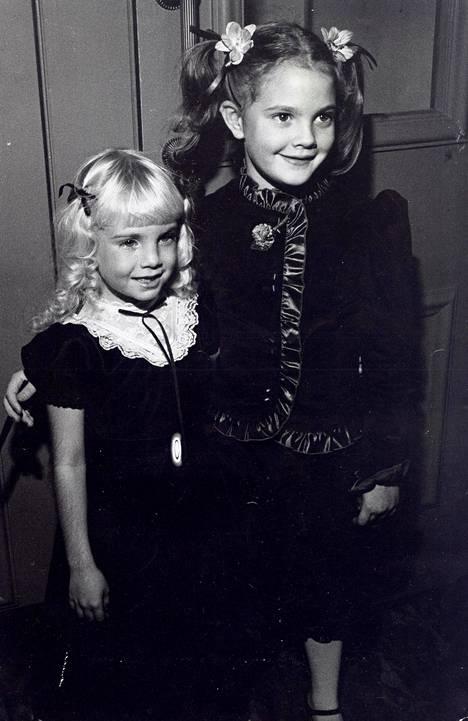 Heather O'Rourke kuvattua Drew Barrymoren kanssa 80-luvun alussa.