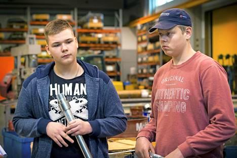 Kahdeksasluokkalaiset Kevin Lellep ja Hendrik Soovere uskovat, että Iisalmesta löytyy työpaikkoja. –Ensin pitää vain mennä ammattikouluun.