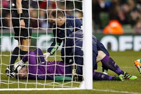 Newcastlen Rob Elliot loukkaantui maaottelussa Slovakiaa vastaan.