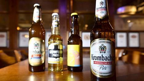 Alkoholitonta olutta ja siideriä ravintolassa Helsingissä.