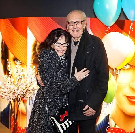 Heikki ja Eija Nousiainen tapasivat Helsingin kaupunginteatterissa 1969. Ensi vuonna vietetään kultahäitä. Kuvassa pariskunta viime joulukuussa.