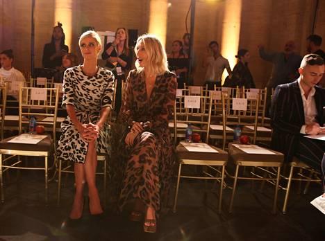 Nicky Hilton Rothschild ja prinsessa Maria-Olympia Oscar de la Rentan muotinäytöksessä vuonna 2019.