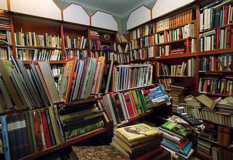 Maailmaan mahtuu miljoonia ja miljoonia kirjoja. IS ehdottaa, mitkä sata ainakin pitäisi lukea.
