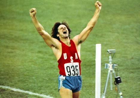 Bruce Jenner tuuletti Montrealissa 1976 kymmenottelun olympiavoittajana.