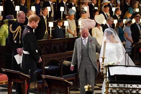Charles toimitti prinssi Harryn ja Meghanin häissä kunniatehtävää, kun hän pääsi saattamaan morsiamen alttarille.