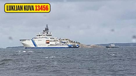 Veneilijä kertoo, että viranomaiset saattoivat hänet Säkkiluodon ohitse.