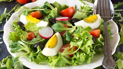 Kananmuna on suosittu salaatin ainesosa. Google poistaa munan omasta salaatistaan, ja siitäkös meteli syntyi.