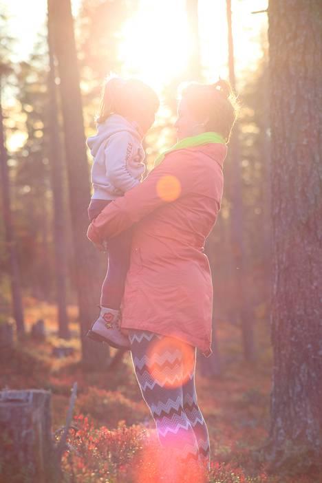 Tulevat vanhemmat tekivät jo ennen lapsen syntymää selväksi, että entinen elämä sai väistyä.