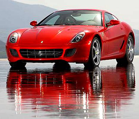 Tältä näyttää uusi Ferrari 599 GTB Fiorano. Sami Hyypiä on onnellinen Ferrarin omistaja.