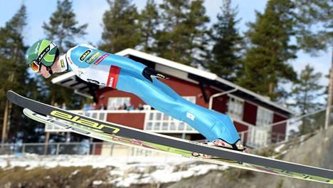 Leevi Mutru hyppäsi suomalaisista pisimmälle yhdistetyn joukkuekisassa.