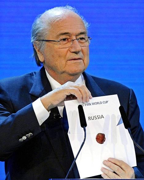 Fifa myönsi Sepp Blatterin johdolla MM-kisat Venäjälle ja Qatariin 2010 pidetyssä kokouksessaan.