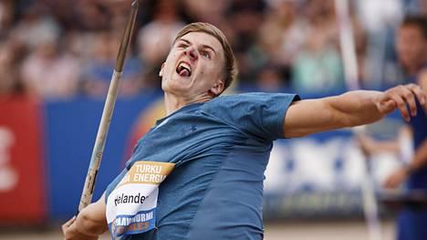 Oliver Helander on heittänyt tämän kesän aikana kolmessa kilpailussa.