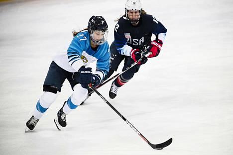Susanna Tapani vauhdissa olympiavälierässä USA:ta vastaan.