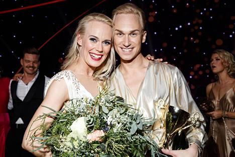 Christoffer Strandberg ja Jutta Helenius iloitsivat TTK-voitostaan sunnuntaina.