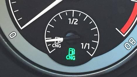 Kaasuautot voivat käyttää myös bensiiniä, mutta bensiinitankki on usein pienehkö.