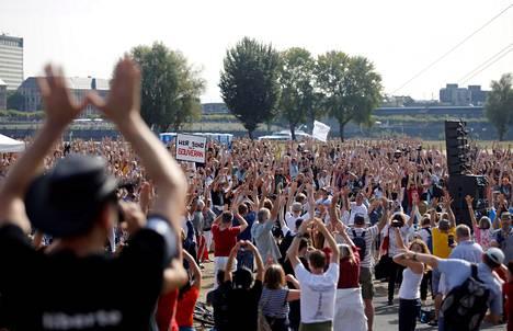 Saksan Düsseldorfissa järjestettiin syyskuun lopulla koronavirusrajoitteita vastustava mielenosoitus.