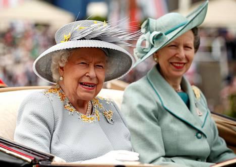 Vuonna 1987 kuningatar Elisabet myönsi ainoalle tyttärelleen harvinaisen Princess Royal -arvonimen.