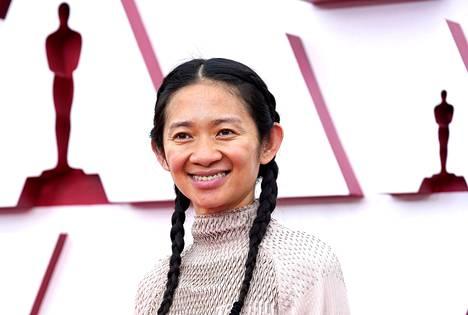 Nomadland-elokuvan ohjaaja, kiinalaissyntyinen Chloé Zhao, teki palkinnollaan Oscar-historiaa.