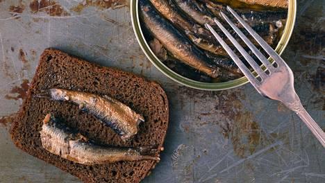 Kalasäilykkeissä voi tulla sekaannuksia siitä, mitä nimikkeet tarkoittavat. Esimerkiksi kilohaili muistuttaa silakkaa.