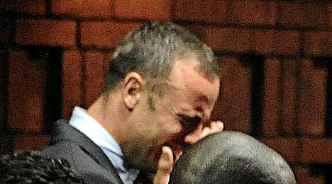 Oscar Pistorius oikeudessa perjantaina.