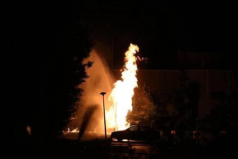 Kaasupalosta syntyi näyttävä useamman metrin korkuinen liekki.
