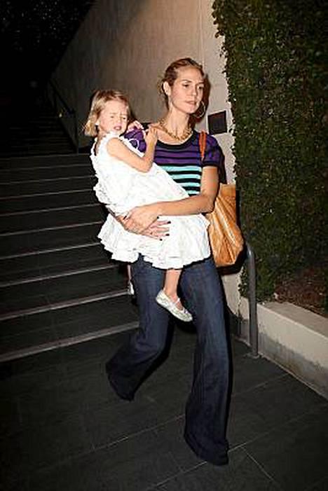 Kolmen lapsen äiti Heidi Klum iloitsee tittelistään.