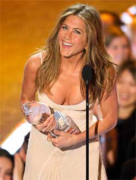 Nämä tammikuun alussa otetut paljastavat rinnuskuvat herättivät huhut Jennifer Anistonin rintojen suurennusleikkauksesta.