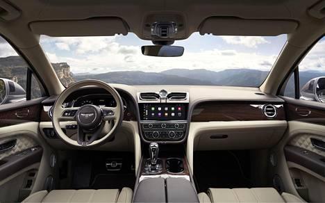 Uudessa Bentaygassa on valmistajan mukaan ohjaamoa kehitetty entistä paremmaksi. Mittariston on nyt täysdigitaalinen, kuten Continental GT:ssä ja Flying Spurissa.