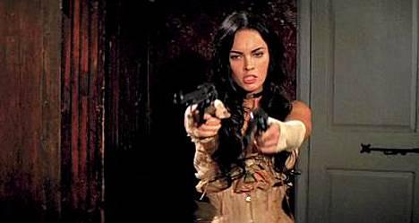 Megan Fox ei ole kovin kummoinen revolverisankari ainakaan omasta mielestään.
